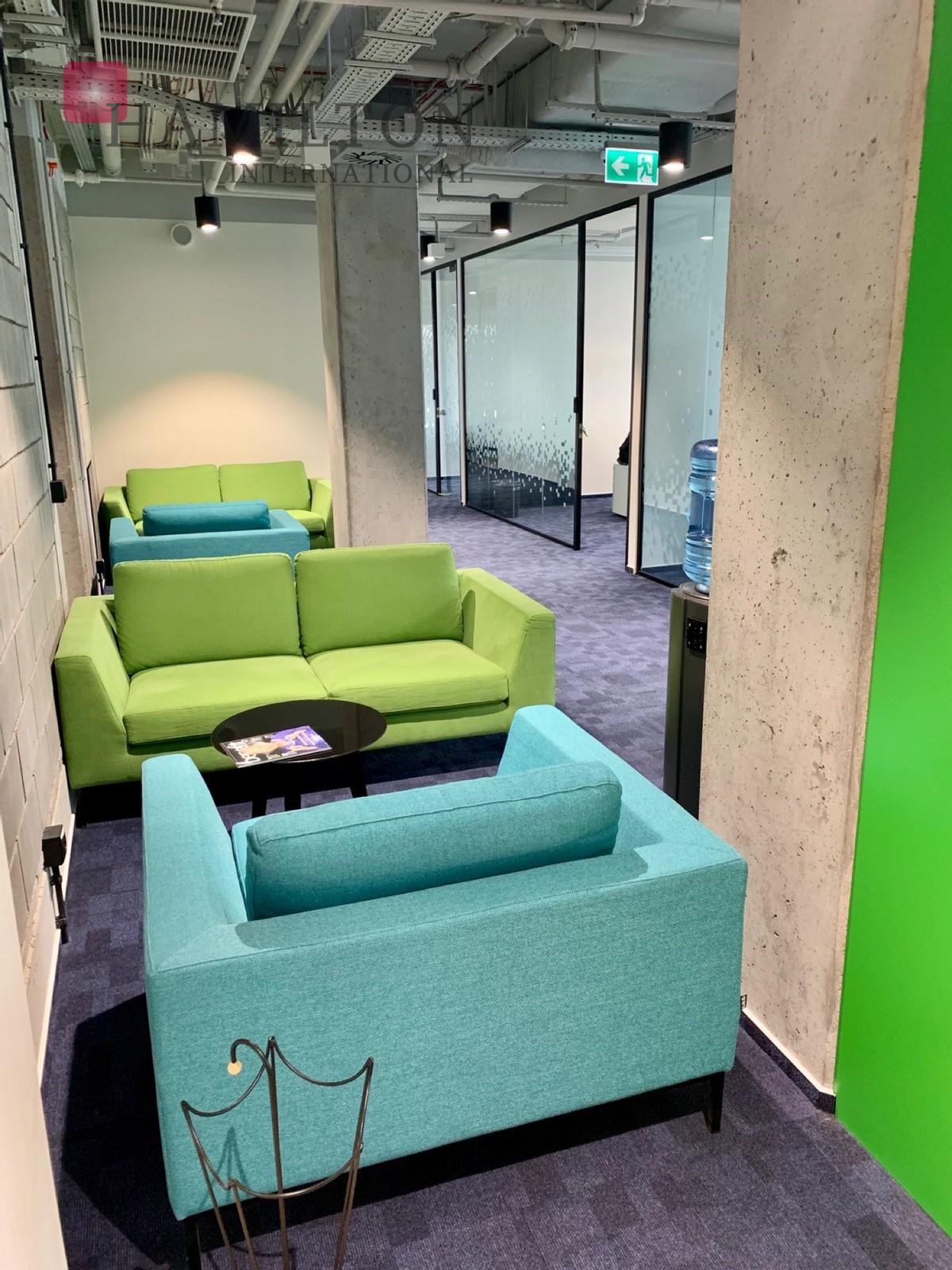 Biuro w klimatycznej inwestycji Hala Koszyki Warszawa office space photo