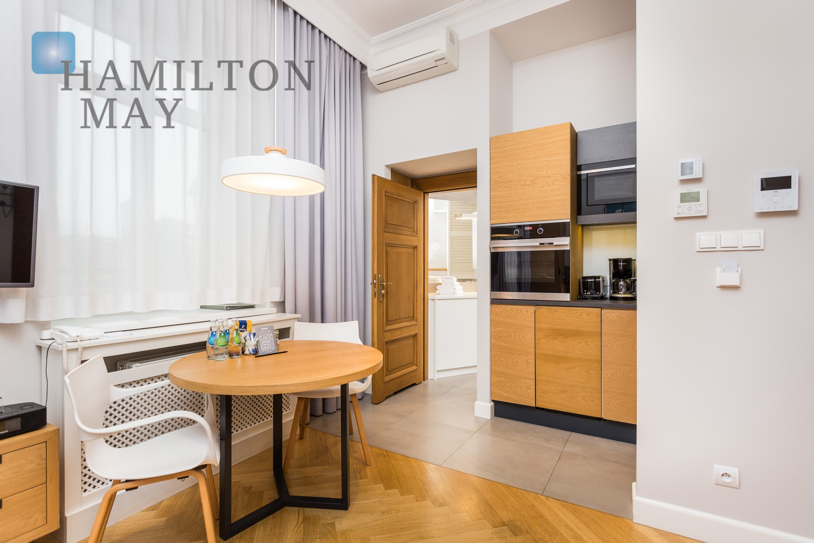A modern, air-conditioned studio apartment with a balcony in the vicinity of the Wawel Castle Krakow for rent