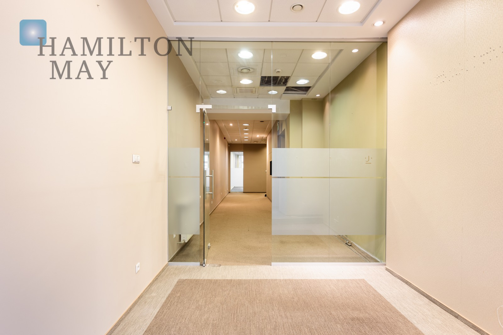 Office space with a elevator and parking spaces in a renovated tenement house at the Main Square. Krakow for rent