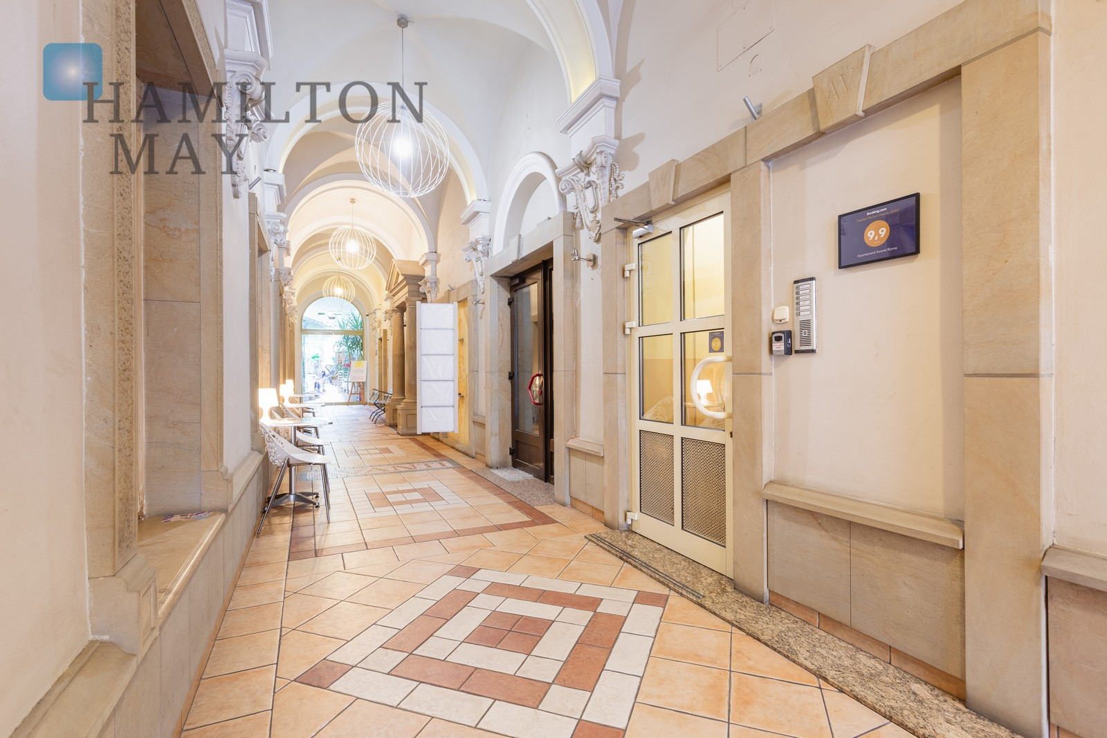 Attractive front commercial property with large display windows, for gastronomy, next to the Bagatela Theater, one minute from the Main Square. Krakow for rent