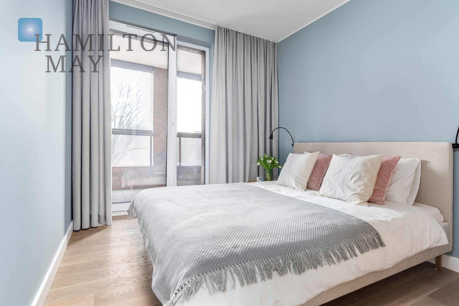 Stylishly arranged one-bedroom apartment with a spacious terrace next to the Szwedzka metro station Warsaw for rent