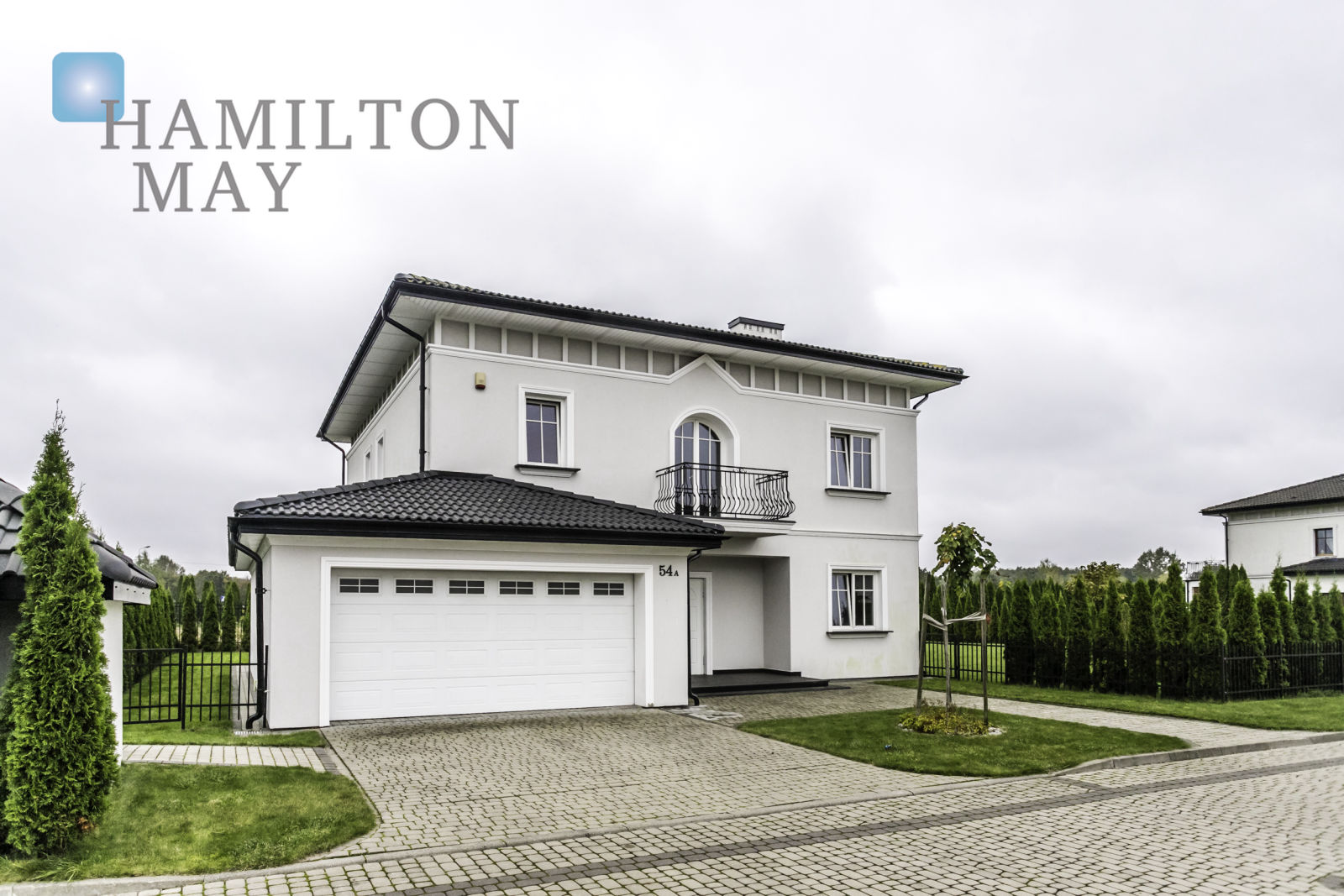 A single-family house with a very nice architecture located in a closed, elegant estate Villa Moderna in the close suburbs of Warsaw Warsaw for sale