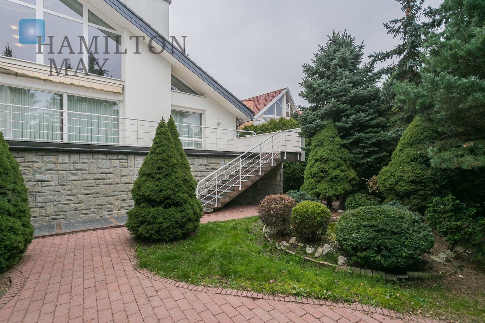 A unique villa with a garden offered for rent in the quiet Kliny Borkowskie district Krakow for rent
