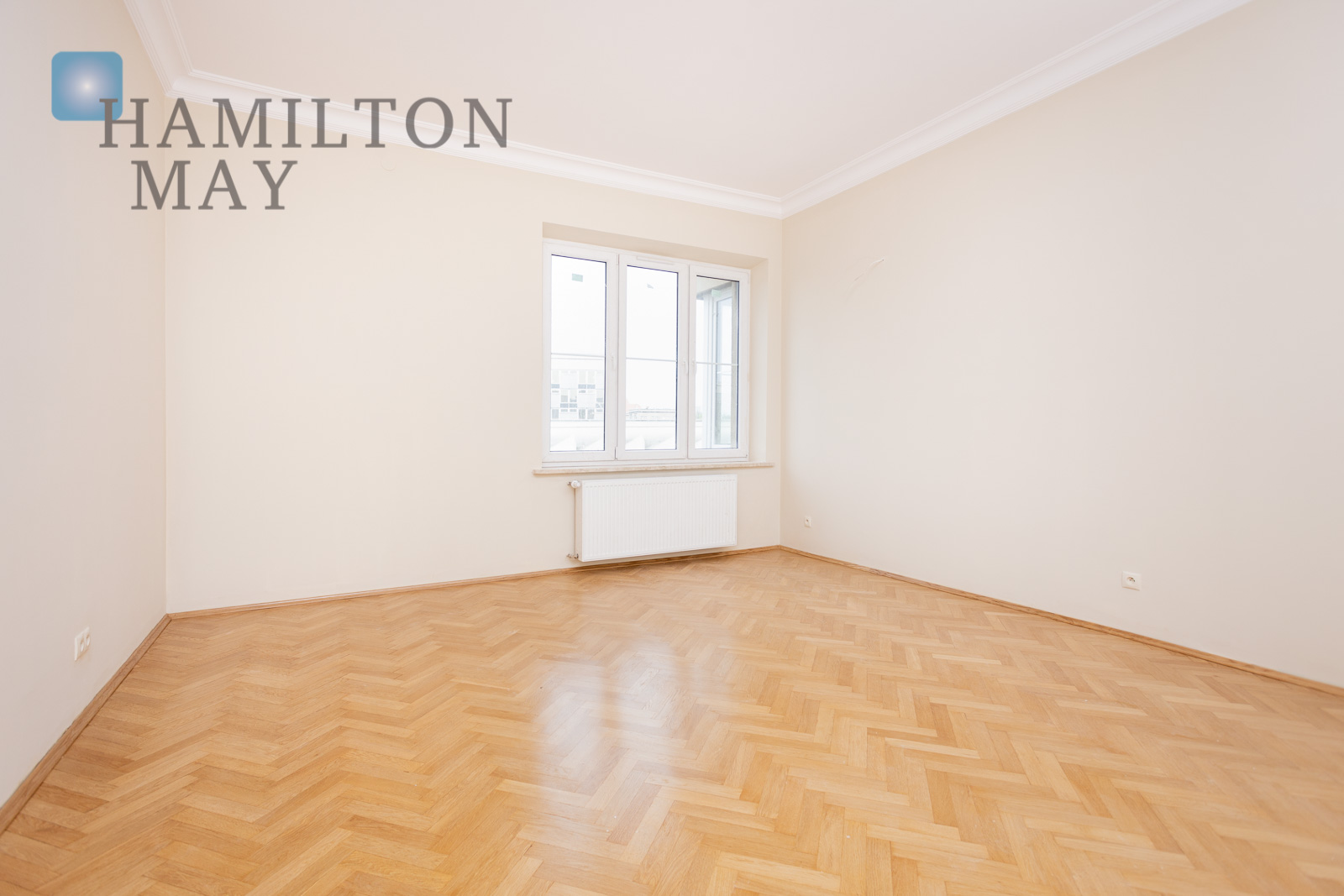 A spacious and bright apartment for rent in a tenement house in the center of Krakow Krakow for rent