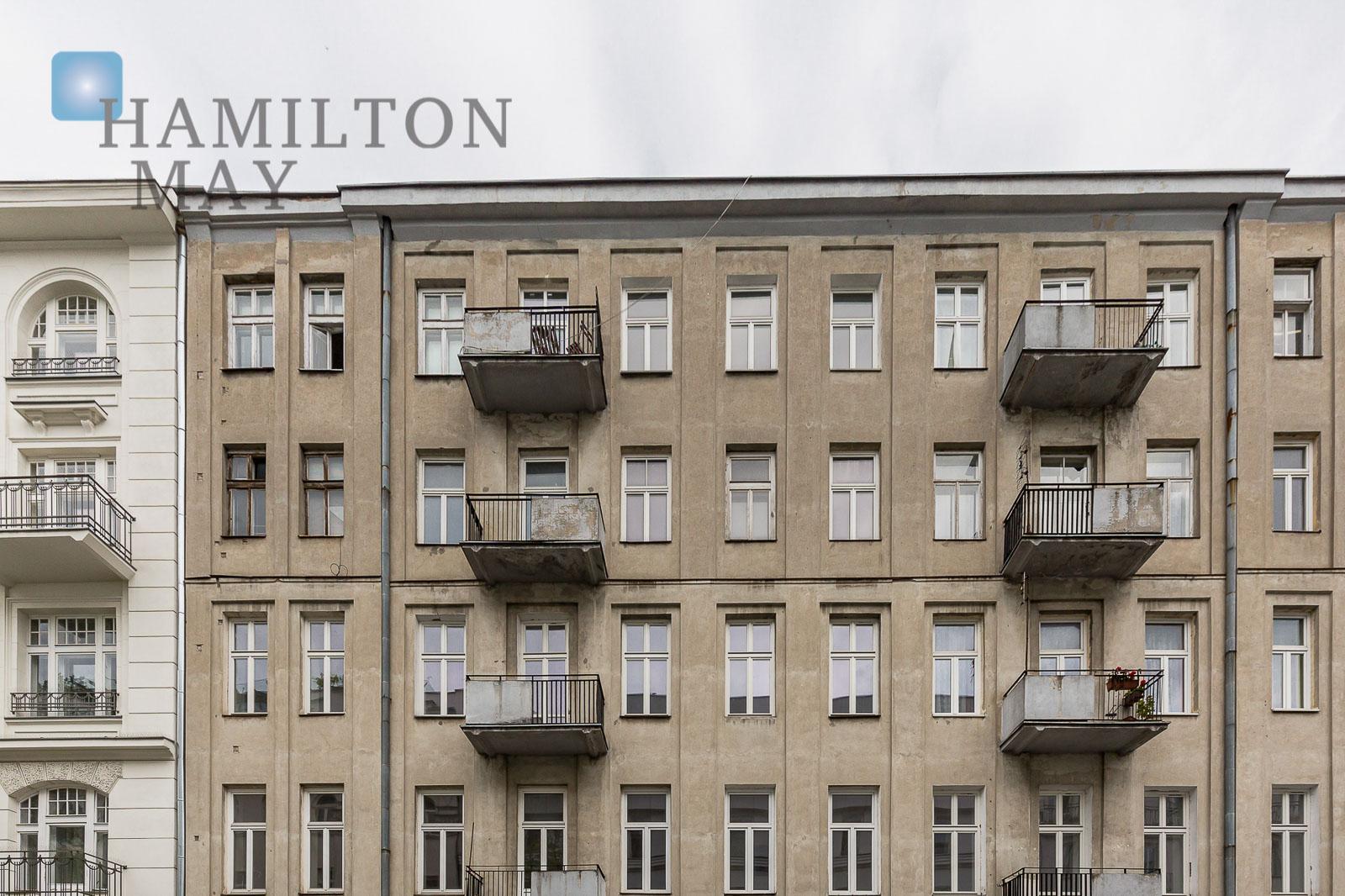 Unikatowy i stylowy apartament mieszczący się w przedwojennej kamienicy w centrum miasta Warszawa na sprzedaż