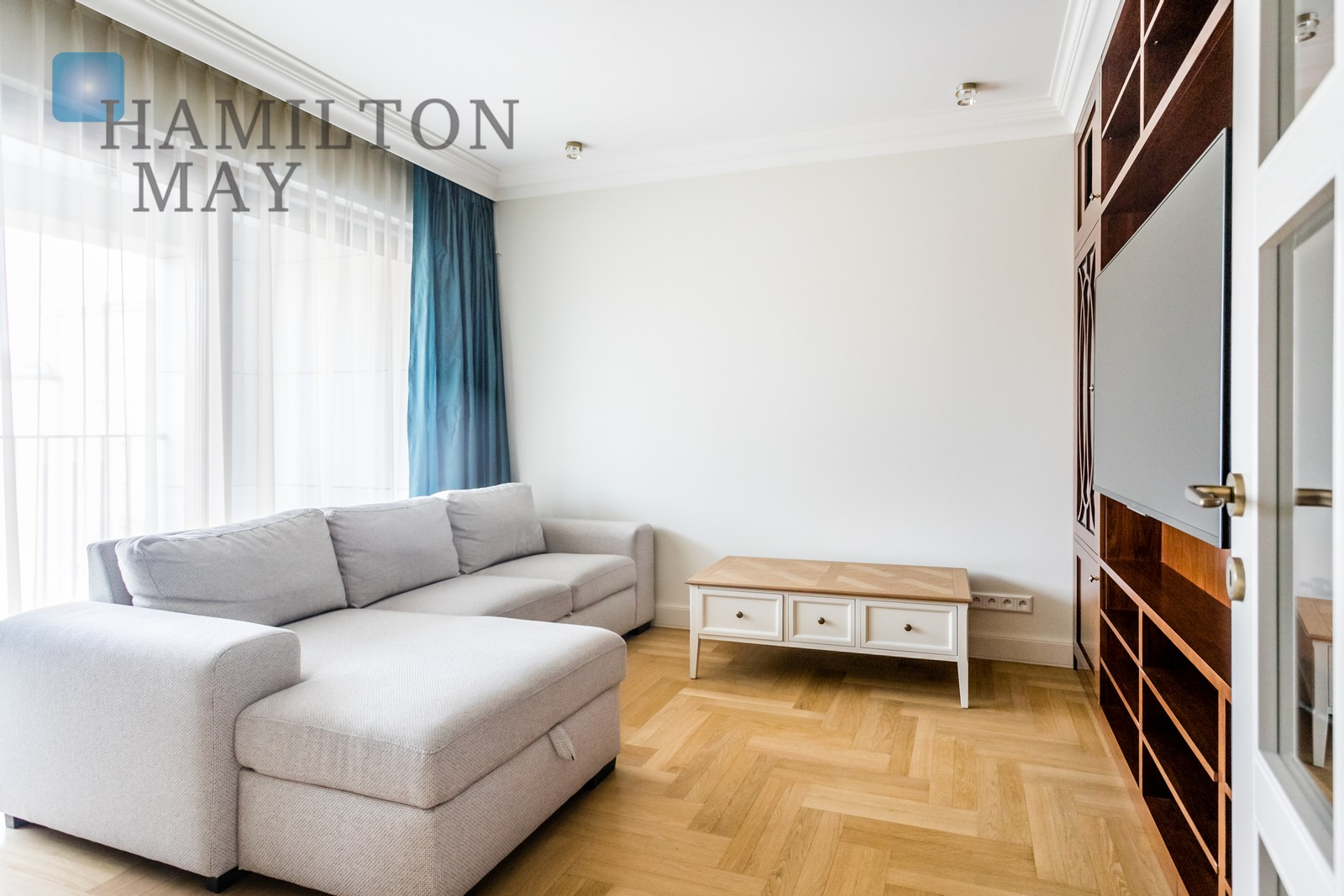 A luxurious four bedroom apartment in the elegant Restaura Górskiego investment Warsaw for rent