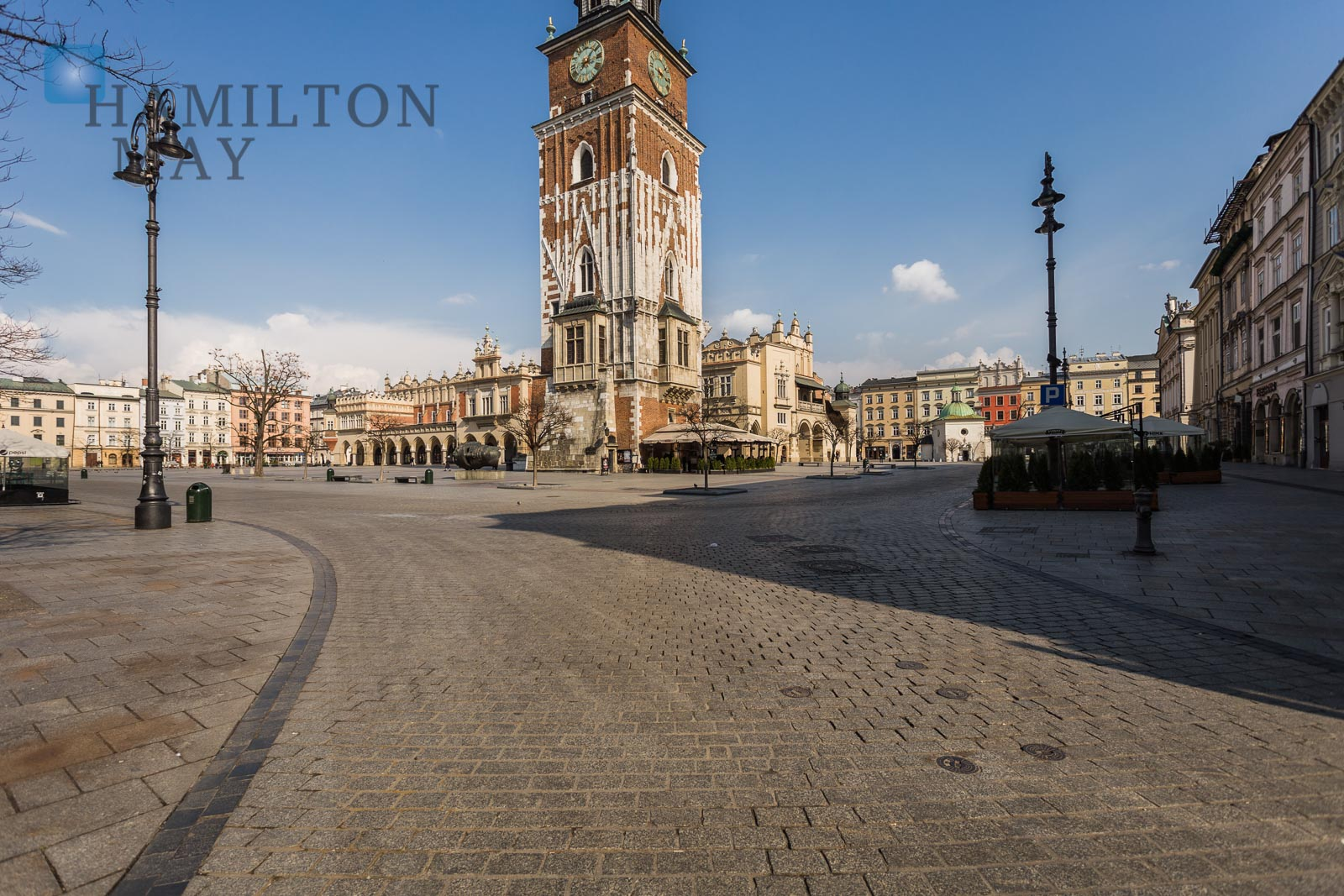 A spacious, quiet apartment, perfect for an office on the Main Square. Krakow for rent