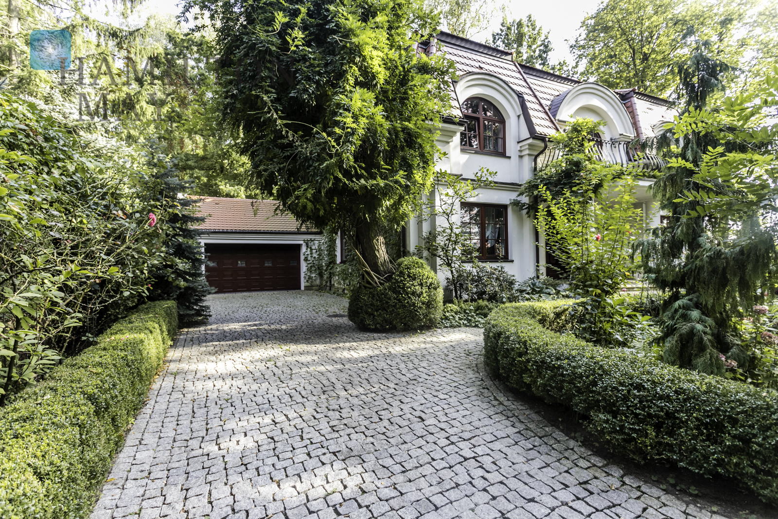 A charming, classic house in Magdalenka Warsaw for sale