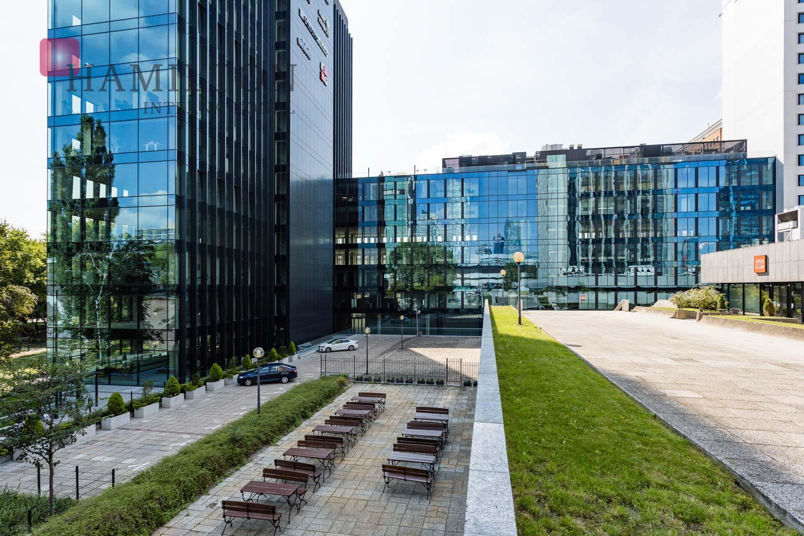 Park Avenue Warsaw office building photo